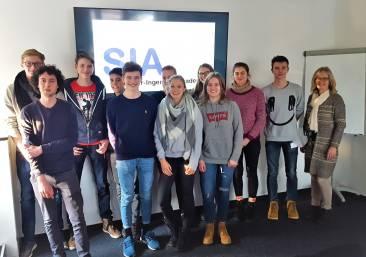 Eine Gruppe von Jugendlichen der Schüler-Ingenieur-Akademie